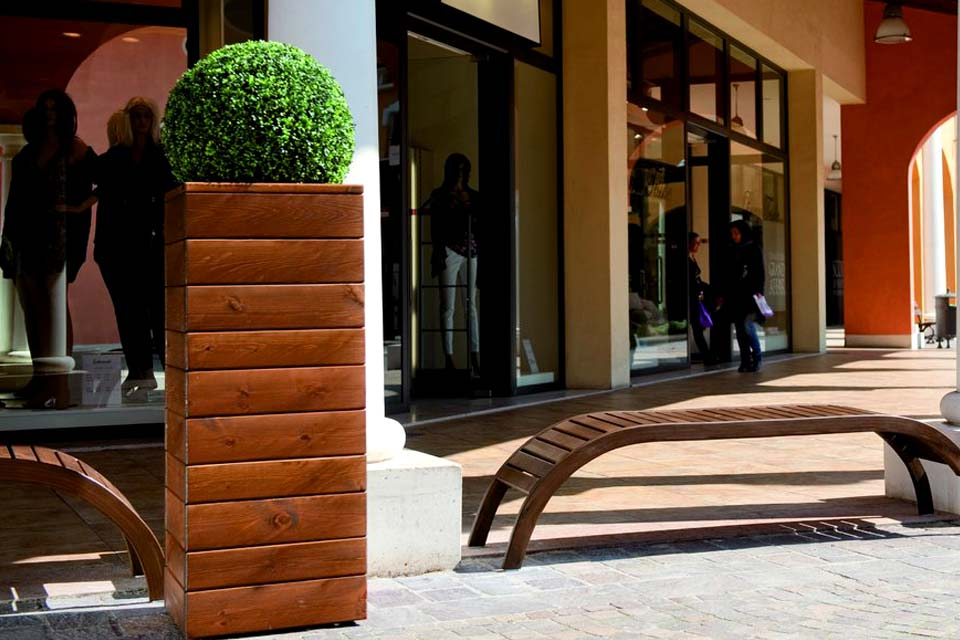 Mobili da giardino in legno silea srl panchine tavole for Arredo urbano legno